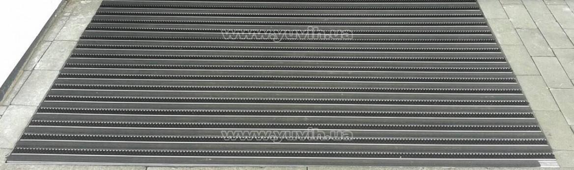 Монтаж решетки в приямок фото