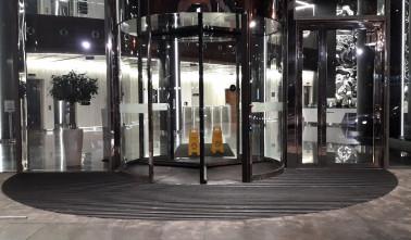 Грязезащитная решетка для IQ бизнес центра фото